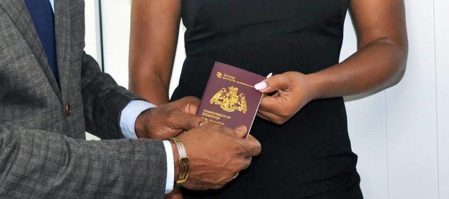 7月28获批多米尼克入籍 一起看看14张多米尼克新版护照ePassport的照片